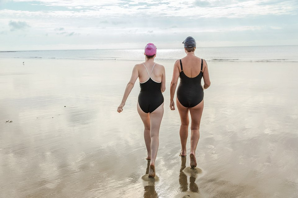 Igor Emmerich, Folkestone, Beach, mother and daughter walking to the sea